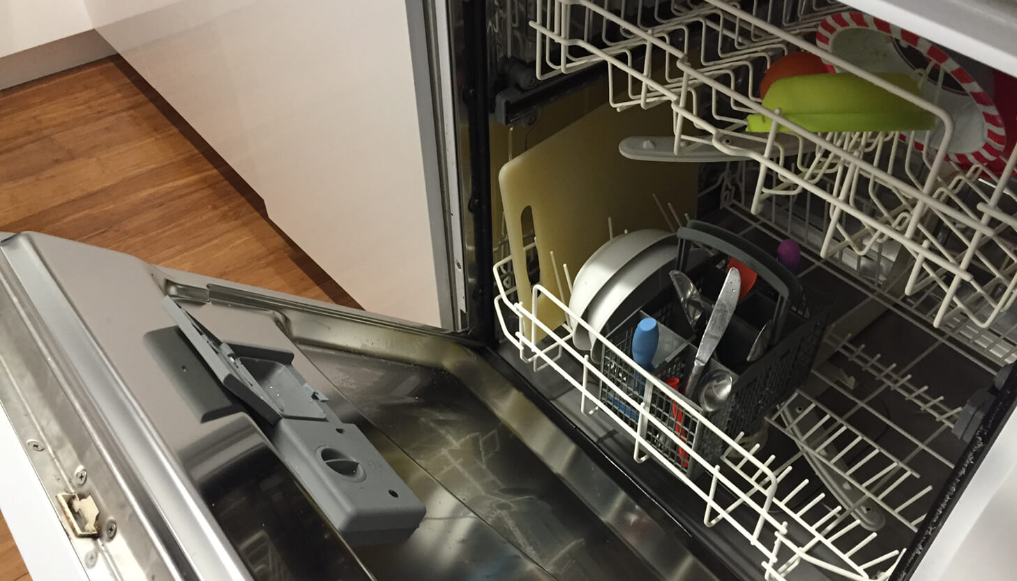How to clean and deodorise your dishwasher