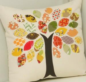 http-::www.cluckclucksew.com:2009:10:tutorial-scrap-buster-fall-pillow