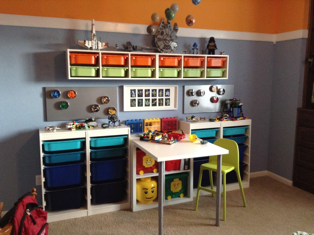 Lego tables ikea hacks storage keep calm get organised for Jugendzimmer playmobil