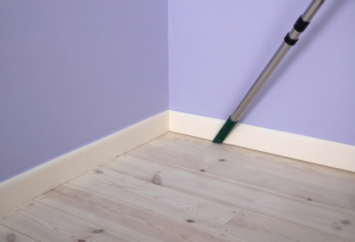 cleaning skirting boards