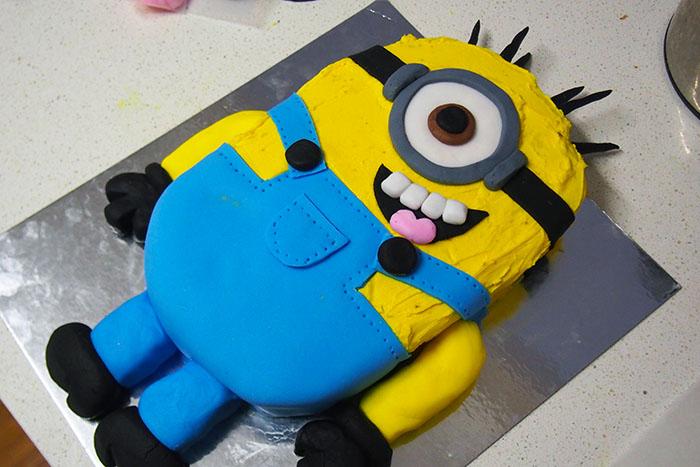 Cake 2 the rescue Minion Cake