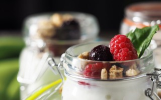 Breakfast Mason Jars: Yoghurt Berry