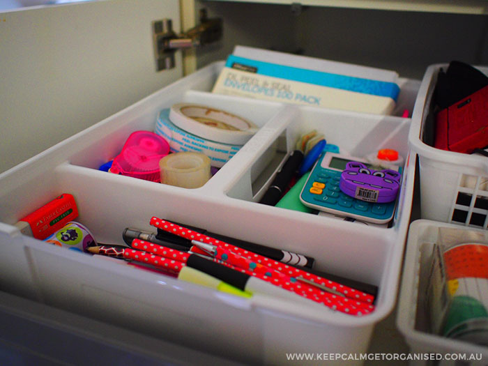 Junk drawer organisation with cutlery divider